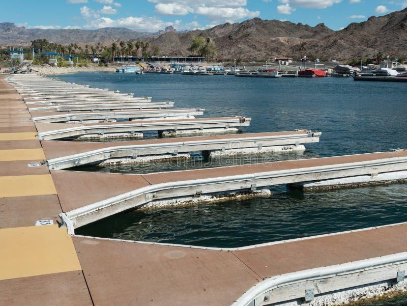 Docks de bateau à la marina de Mohave de lac photo libre de droits