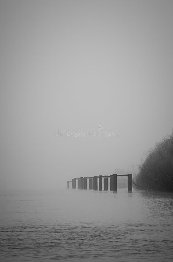 Docks monochromes images libres de droits