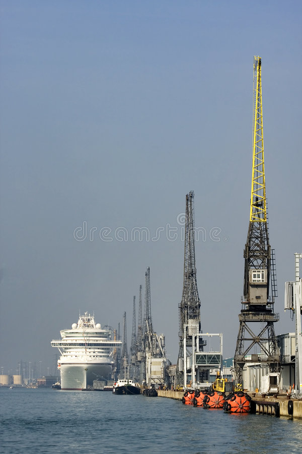 Dockside do navio de cruzeiros foto de stock
