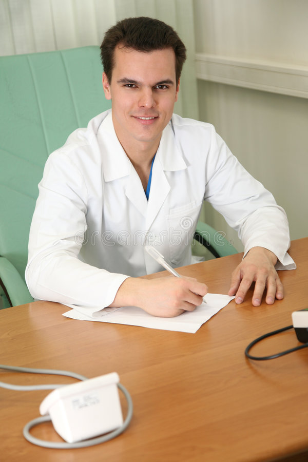 Docteur à la table photo stock