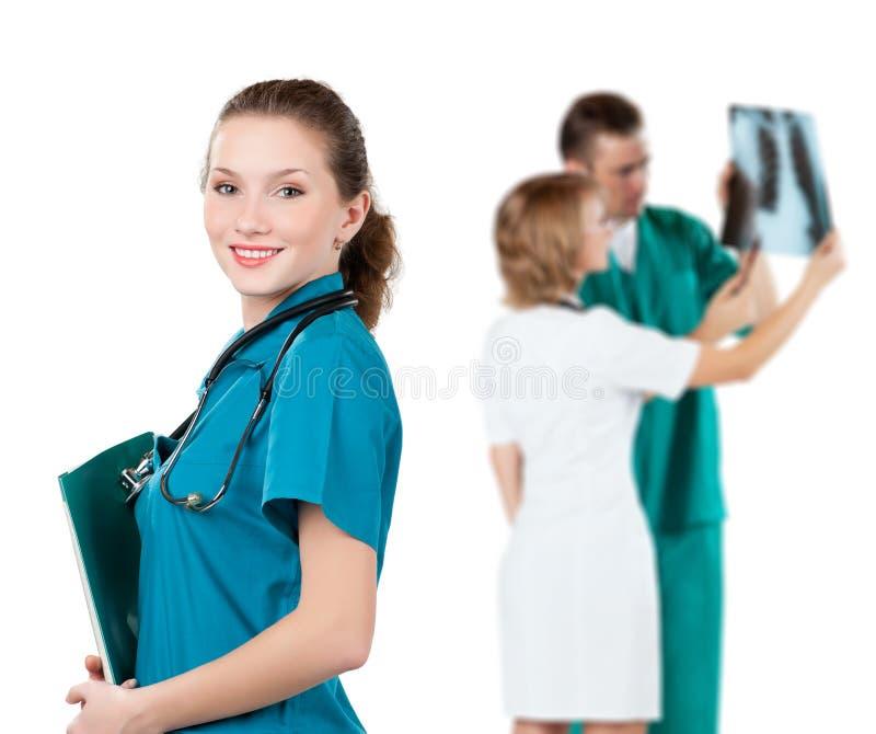 Docteur avec le dépliant de fichier photo libre de droits