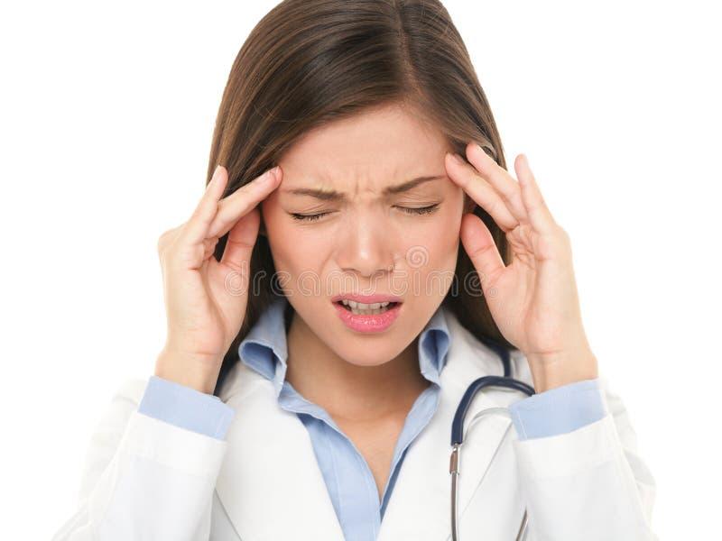 Docteur avec le mal de tête soumis à une contrainte image libre de droits