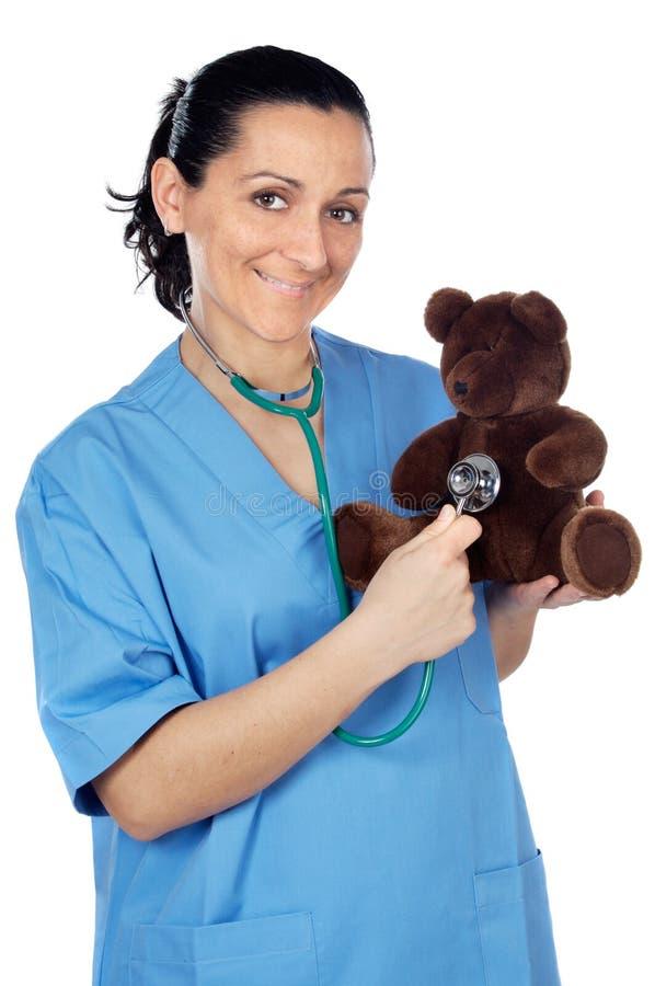 Docteur avec un ours de nounours photo libre de droits