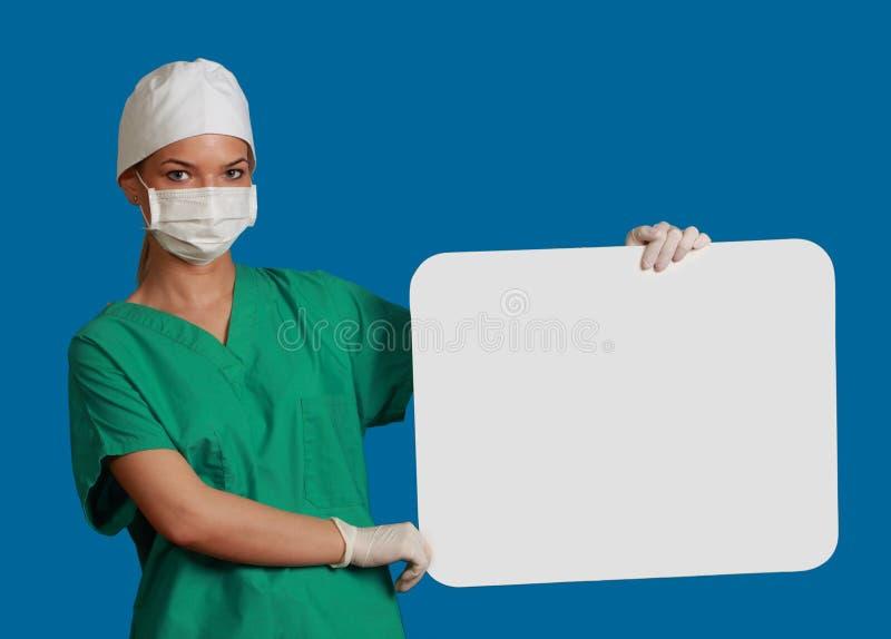 Docteur avec un panneau blanc photos stock