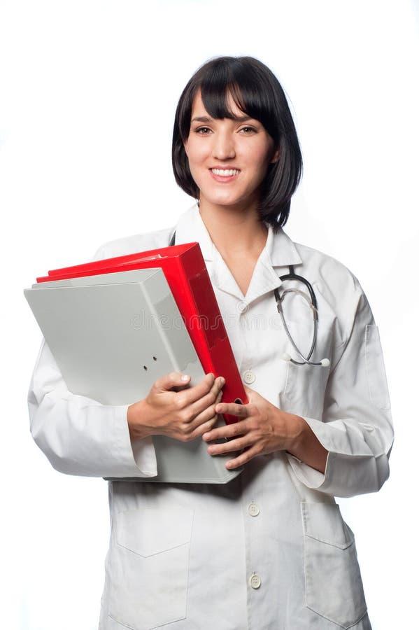 Docteur caucasien avec des dépliants images stock