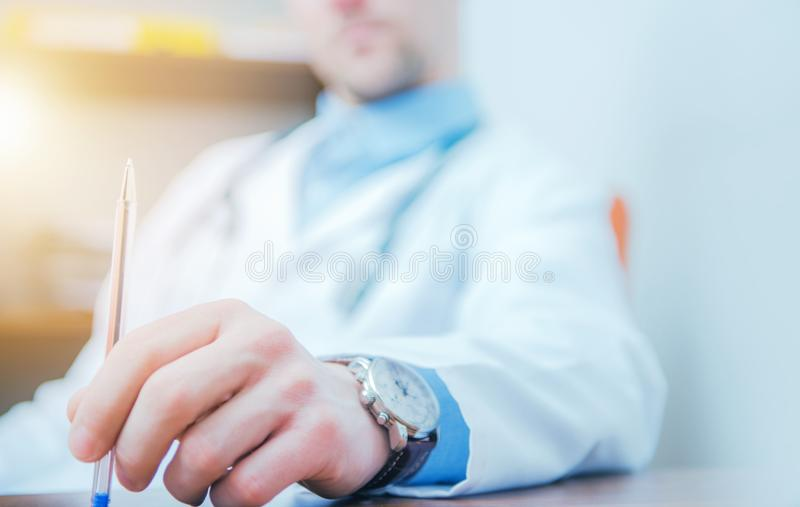Docteur confus Thinking images stock