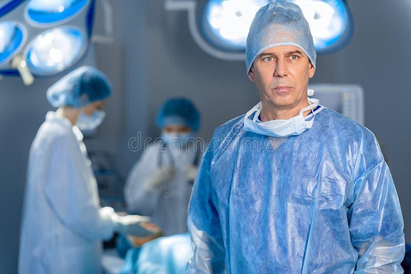 Docteur déçu au théâtre d'opération photo stock