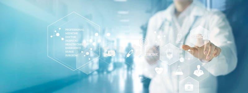 Docteur de médecine avec le stéthoscope touchant le réseau médical d'icônes photo stock