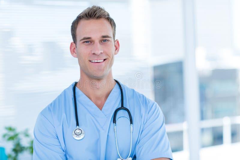 Download Docteur De Sourire Regardant L'appareil-photo Image stock - Image du métier, personne: 56483761