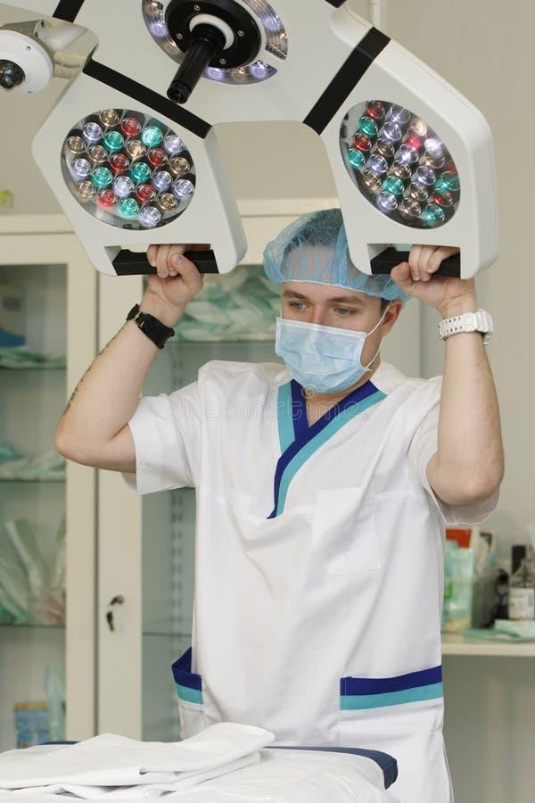 Docteur et lampe photo libre de droits