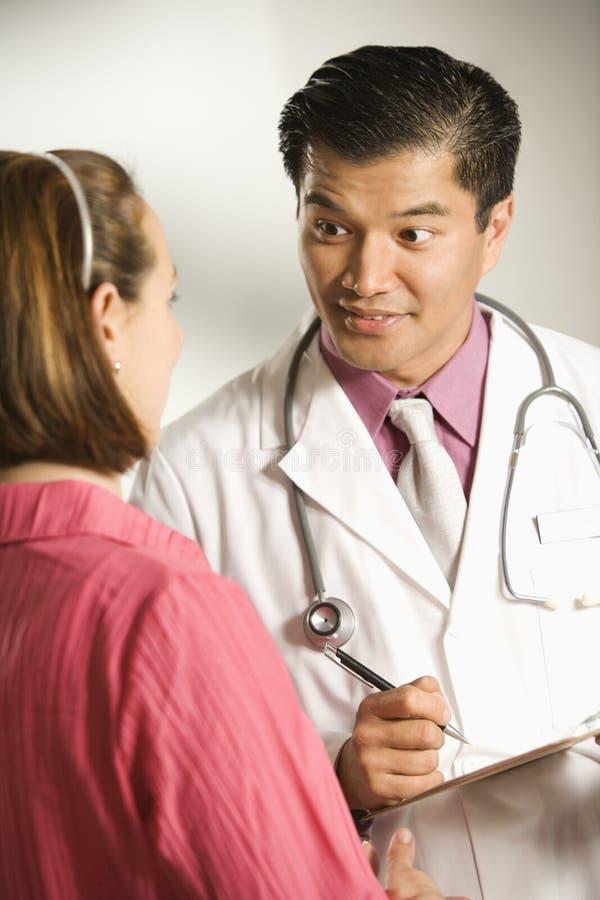 Docteur et patient. photo libre de droits