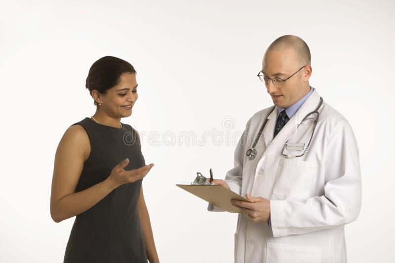 Docteur et patient. photos libres de droits