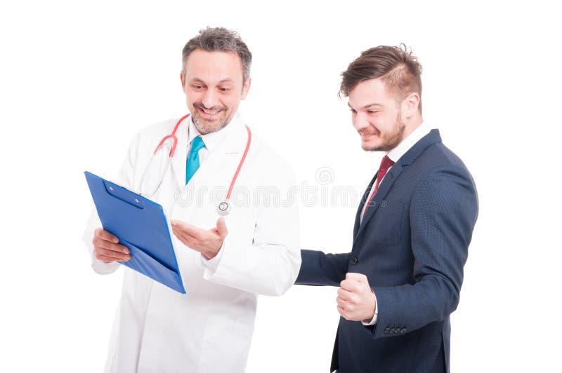 Docteur et patient dignes de confiance d'homme d'affaires photographie stock