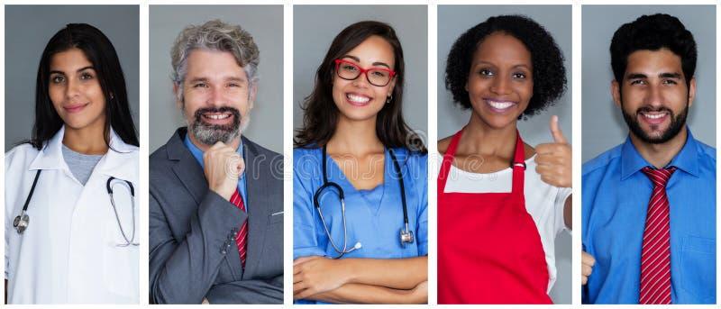Docteur féminin avec l'ensemble d'autres employés image stock