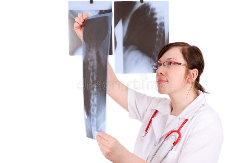 Docteur féminin d'isolement sur le blanc avec le rayon X 3 images libres de droits