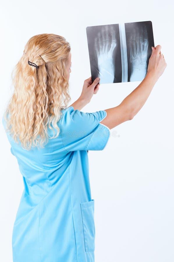 Docteur féminin sur le blanc photos libres de droits