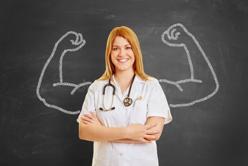 Docteur fort avec des muscles de craie images libres de droits