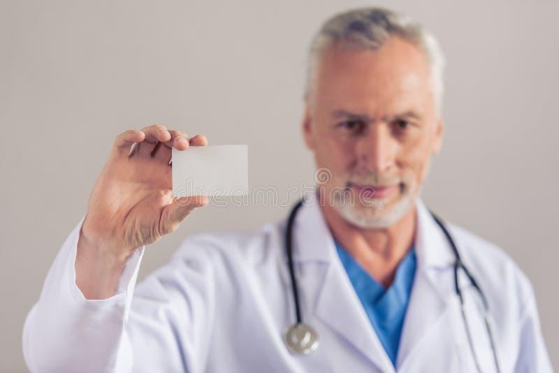 Docteur mûr beau photographie stock