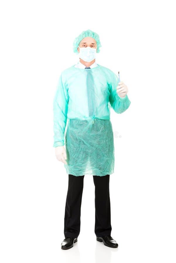 Docteur masculin avec un scalpel image stock