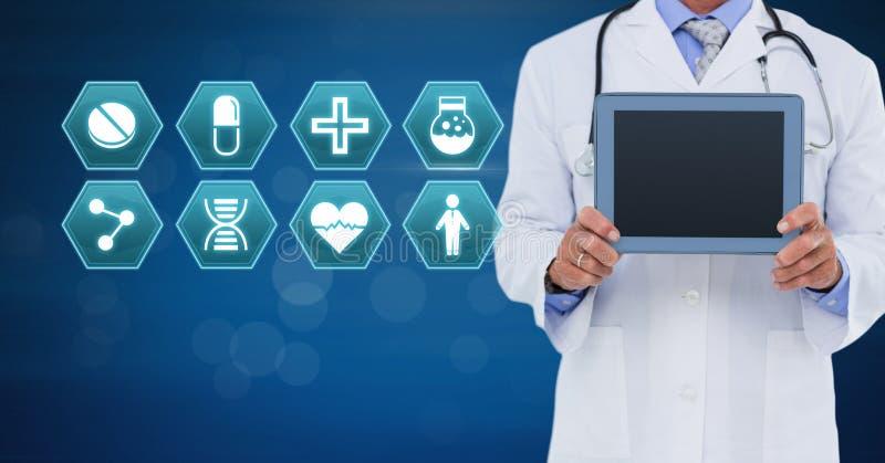 Docteur masculin tenant le comprimé avec les icônes médicales d'hexagone d'interface images libres de droits