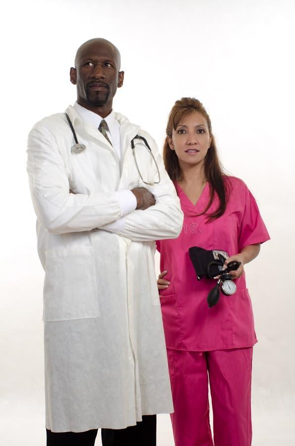 Docteur racial multi d'infirmière d'équipe de membres du personnel soignant photos libres de droits