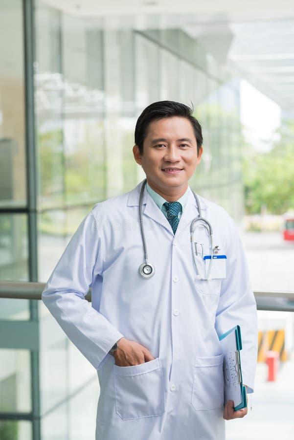 Docteur vietnamien sûr photographie stock libre de droits