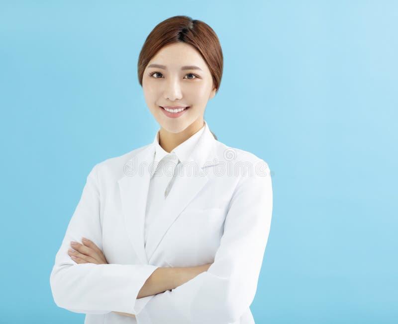 doctor asiático del farmacéutico de la mujer aislado foto de archivo libre de regalías