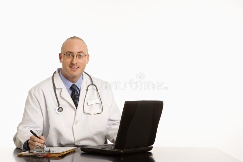 Doctor caucásico de sexo masculino. fotos de archivo libres de regalías