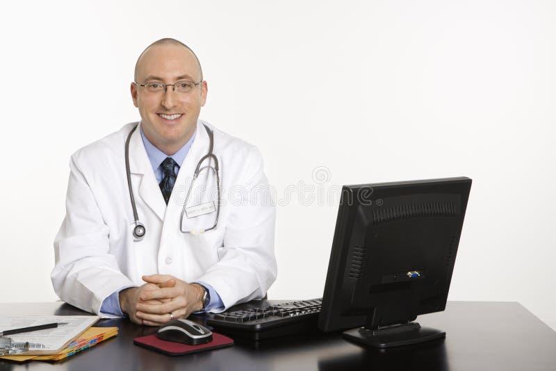 Doctor caucásico de sexo masculino. imagenes de archivo