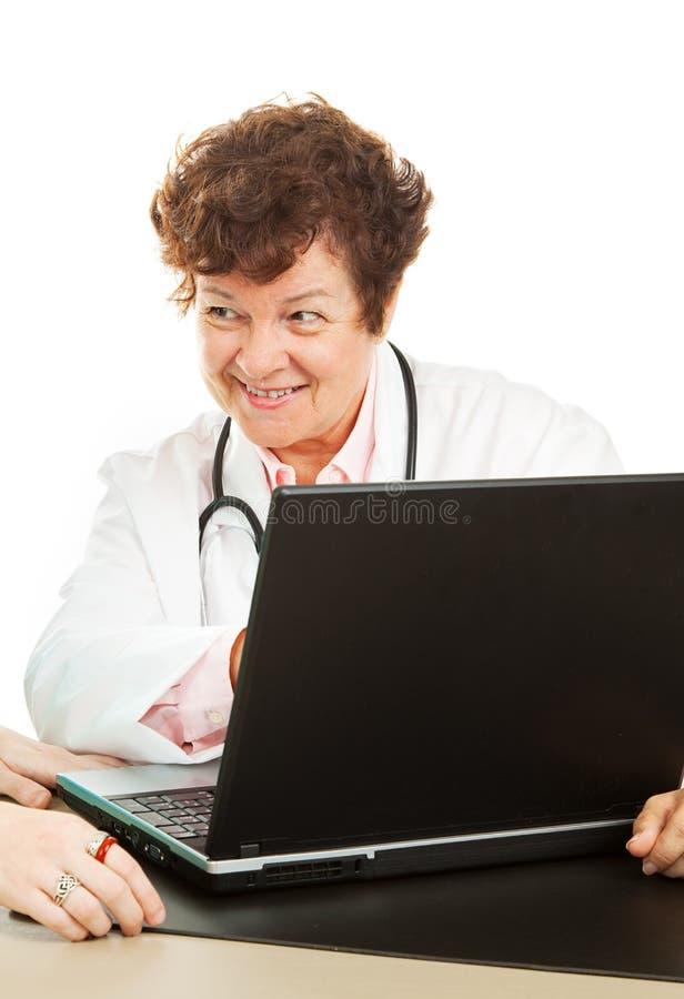 Doctor con buenas noticias foto de archivo