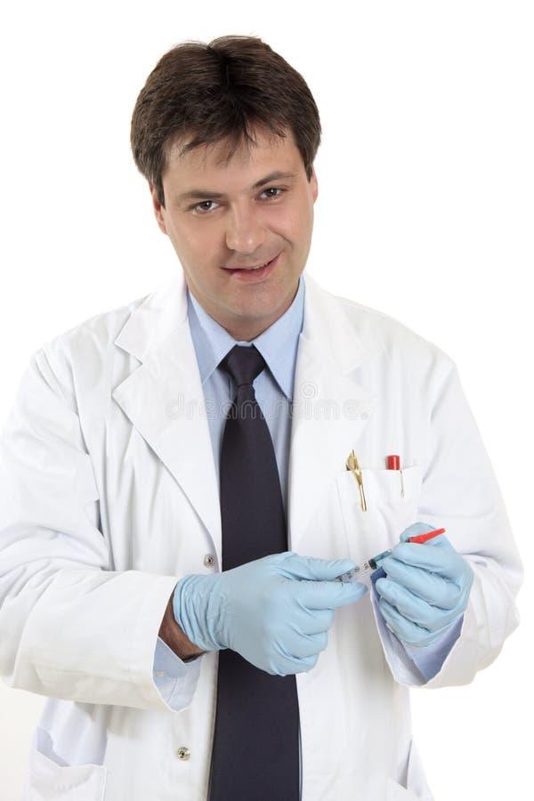 Doctor con la jeringuilla foto de archivo libre de regalías