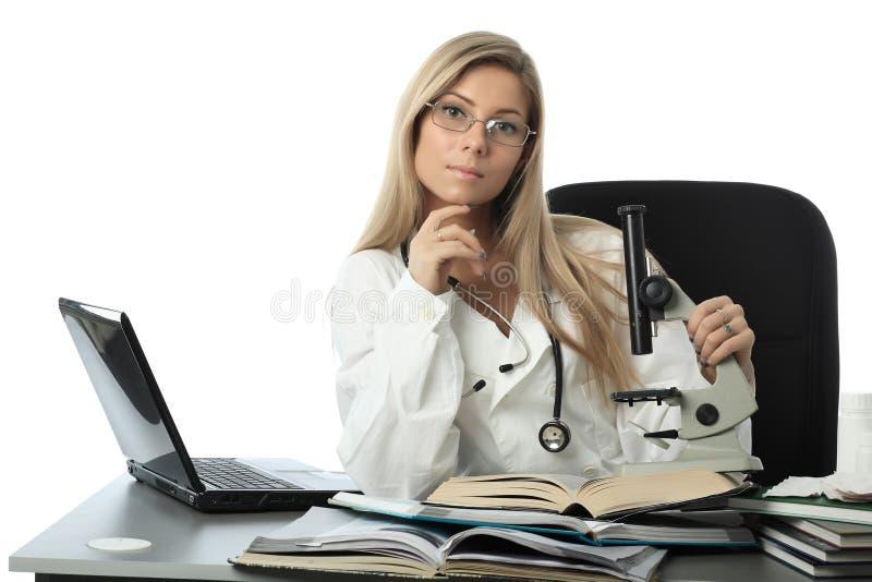 Doctor de la ayuda fotografía de archivo libre de regalías