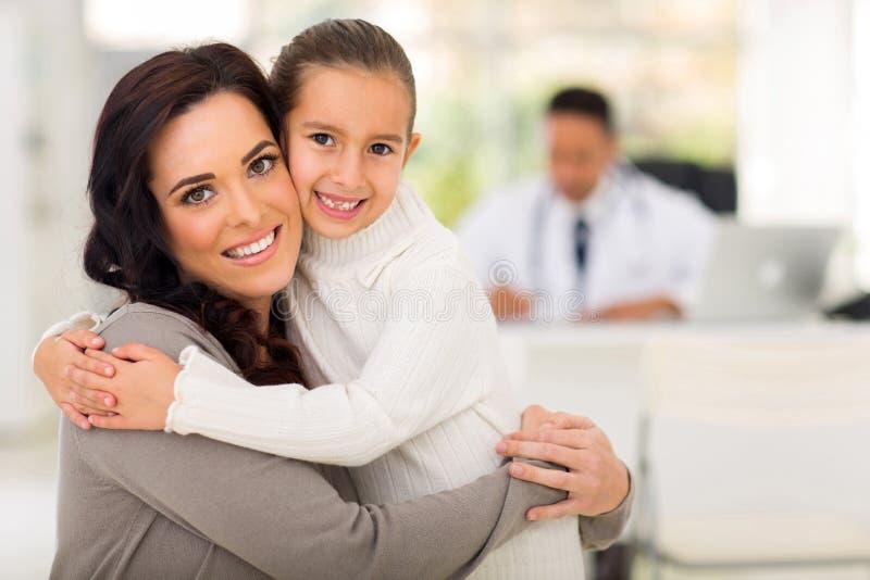 Doctor de la hija de la madre foto de archivo libre de regalías