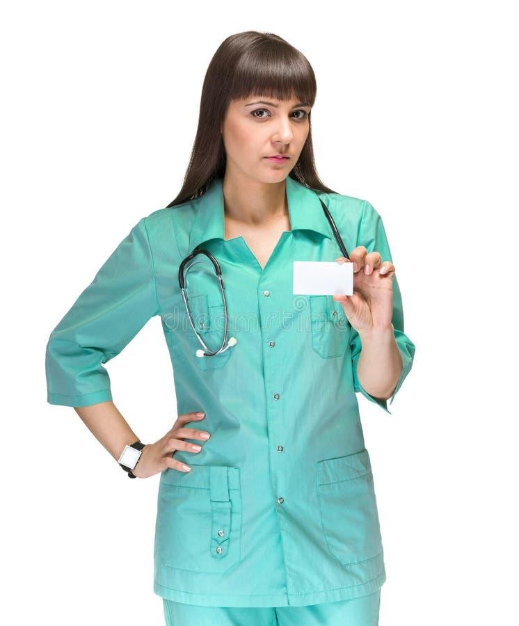 Doctor de la mujer joven que muestra la muestra en blanco vacía del tablero con el espacio de la copia para el texto imagenes de archivo