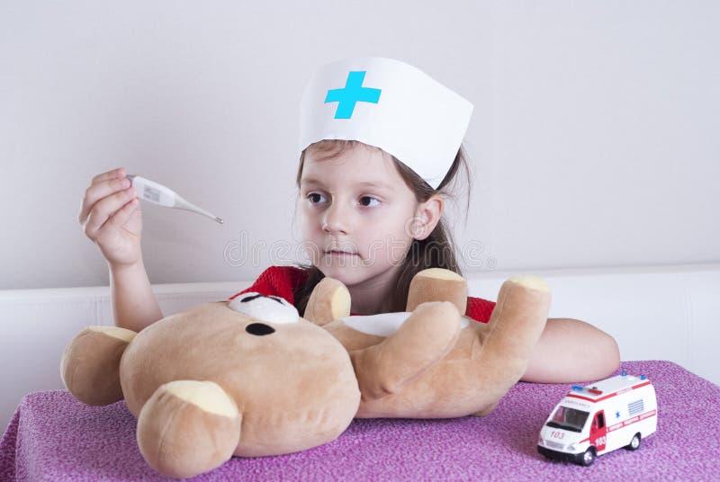 Doctor de la niña fotografía de archivo