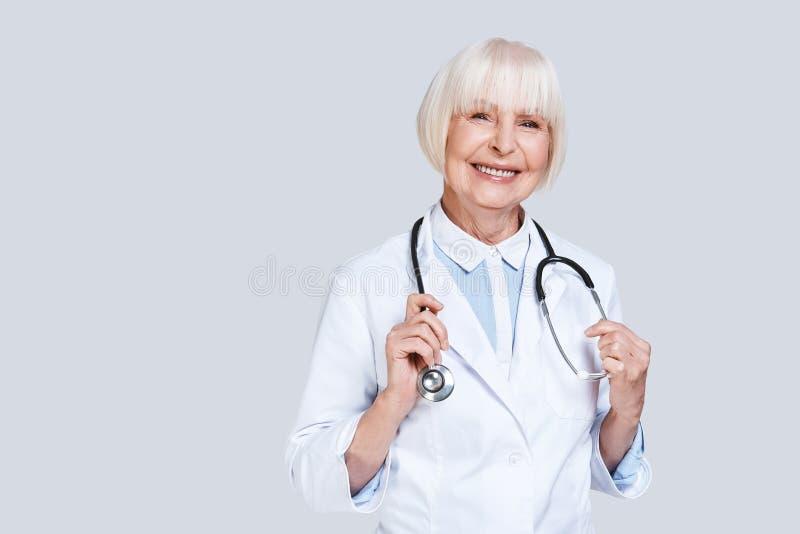 Doctor de sexo femenino imagenes de archivo