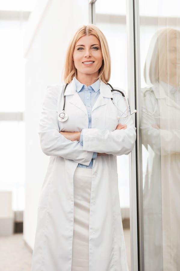 Doctor de sexo femenino confidente foto de archivo libre de regalías
