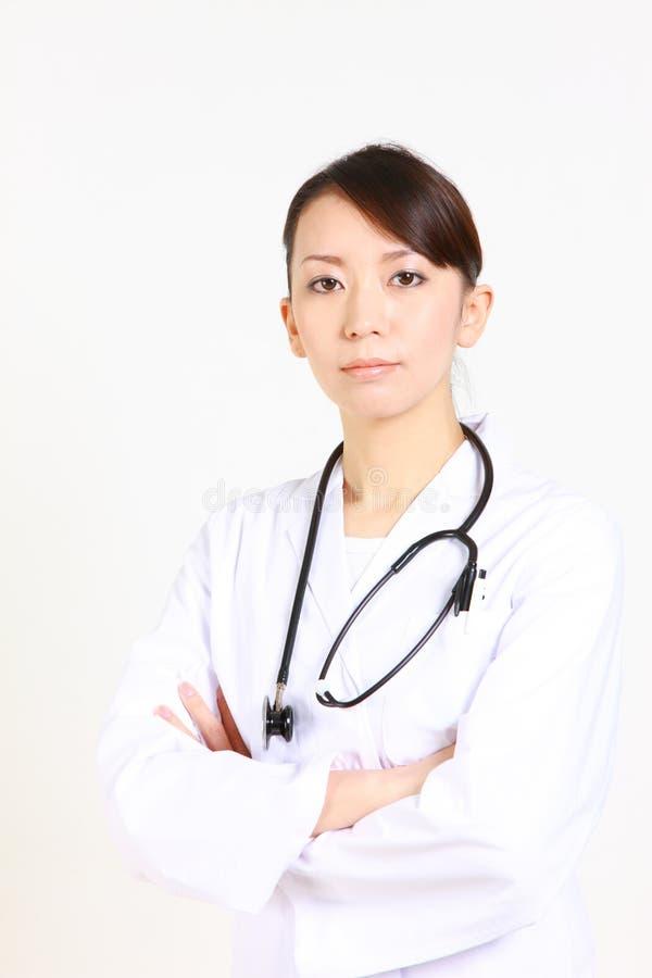 Doctor de sexo femenino japonés joven fotografía de archivo