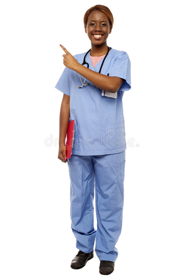 Doctor de sexo femenino que señala en el espacio de la copia fotografía de archivo libre de regalías