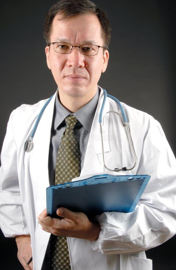 Doctor de sexo masculino fotos de archivo libres de regalías