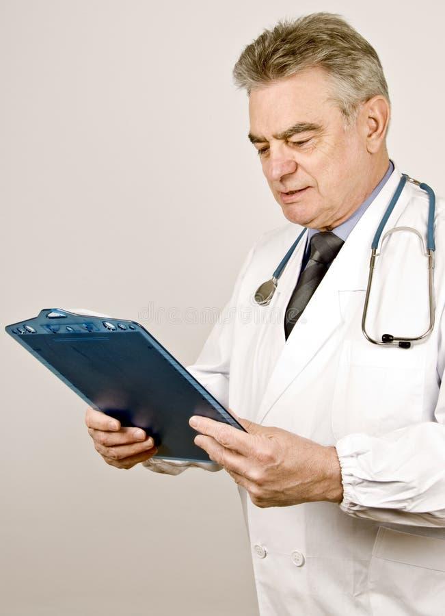 Doctor de sexo masculino imágenes de archivo libres de regalías