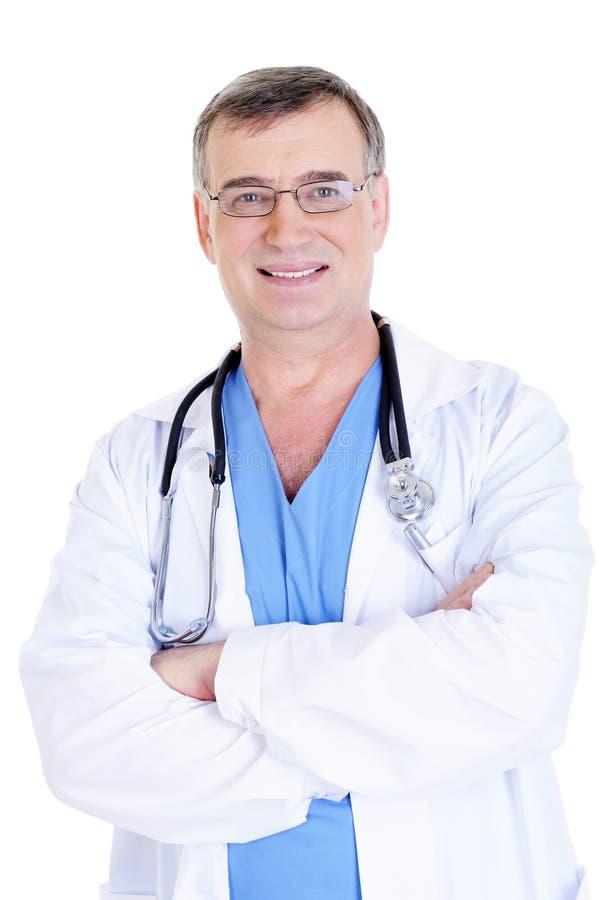 Doctor de sexo masculino acertado alegre con el estetoscopio imagen de archivo