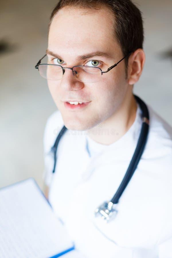 Doctor de sexo masculino bueno foto de archivo libre de regalías