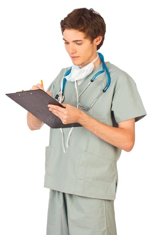 Doctor de sexo masculino joven que hace notas imágenes de archivo libres de regalías