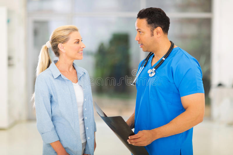 Doctor disscusing patient royalty free stock photography