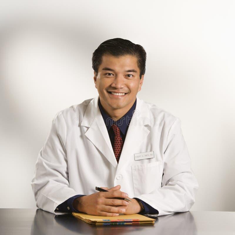 Doctor en oficina. fotos de archivo libres de regalías