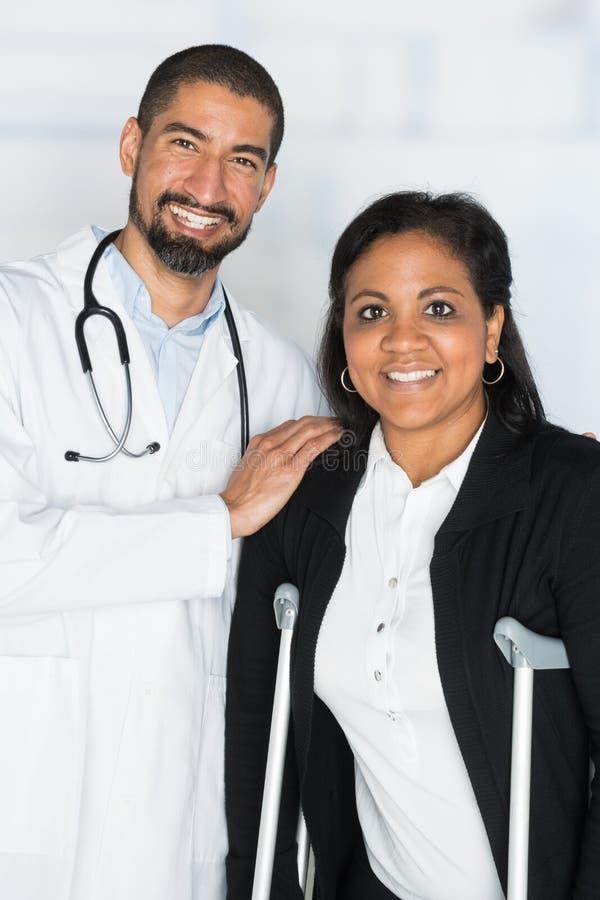 Doctor en un hospital fotos de archivo