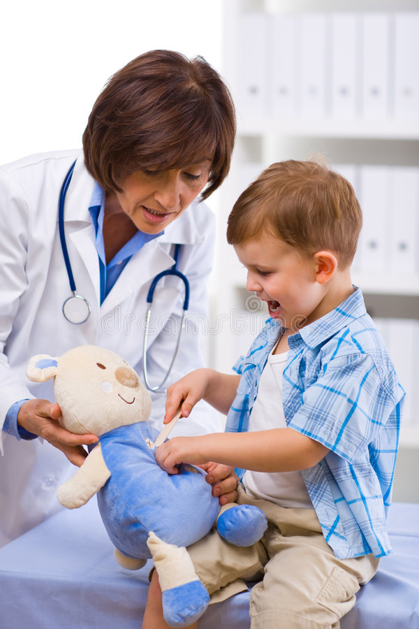 Free Doctor Examining Child Royalty Free Stock Photo - 7072905