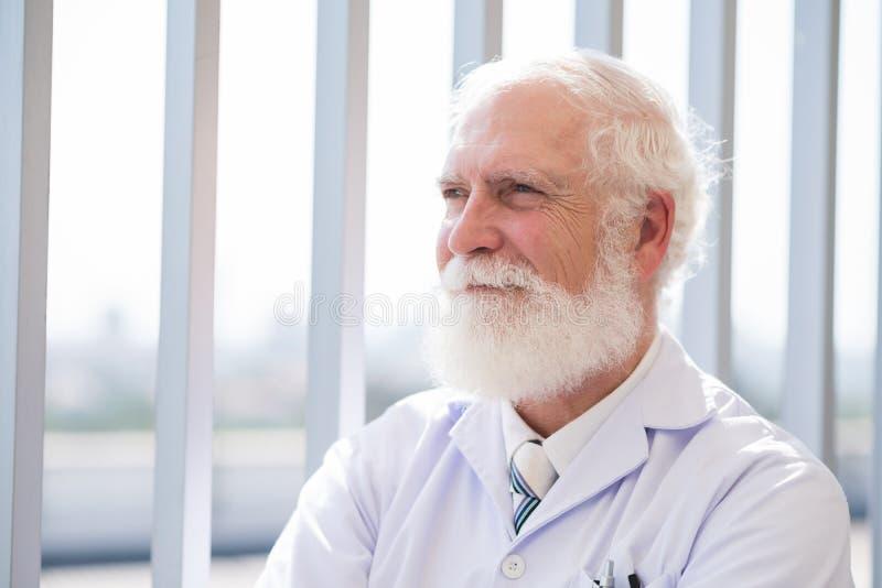 Doctor experimentado fotografía de archivo libre de regalías