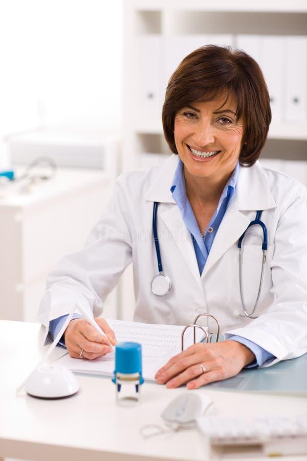 doctor female senior στοκ φωτογραφία με δικαίωμα ελεύθερης χρήσης